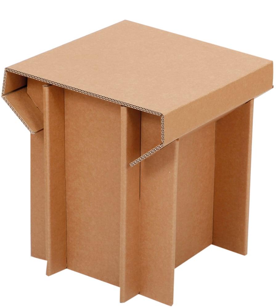 Tämä jakkara on kevyt ja kestävä. Jakkara on helppo koota ja purkaa. Kun et tarvitse sitä, voi säilyttää sitä mukana tulevassa pahvilaatikossa.