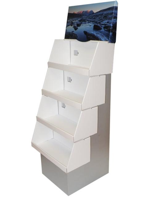 Step-teline muodostuu erillisistä pinottavista laatikoista sekä rungosta. Näistä askartelee vaikka Stonhengen! Teline sopii myös raskaille tavaroille, vink vink!