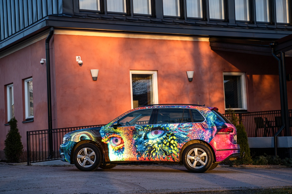 Coloro toteuttaa autojen teippauksia