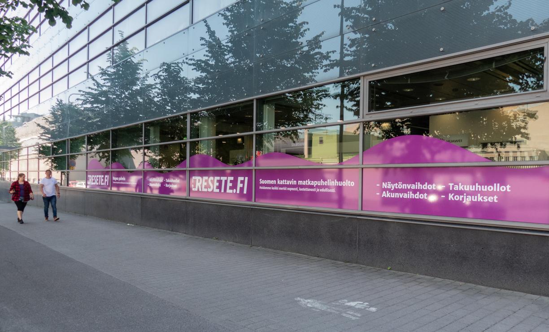 Coloro värjäsi Reseten liikkeet Helsingissä ja Tampereella.