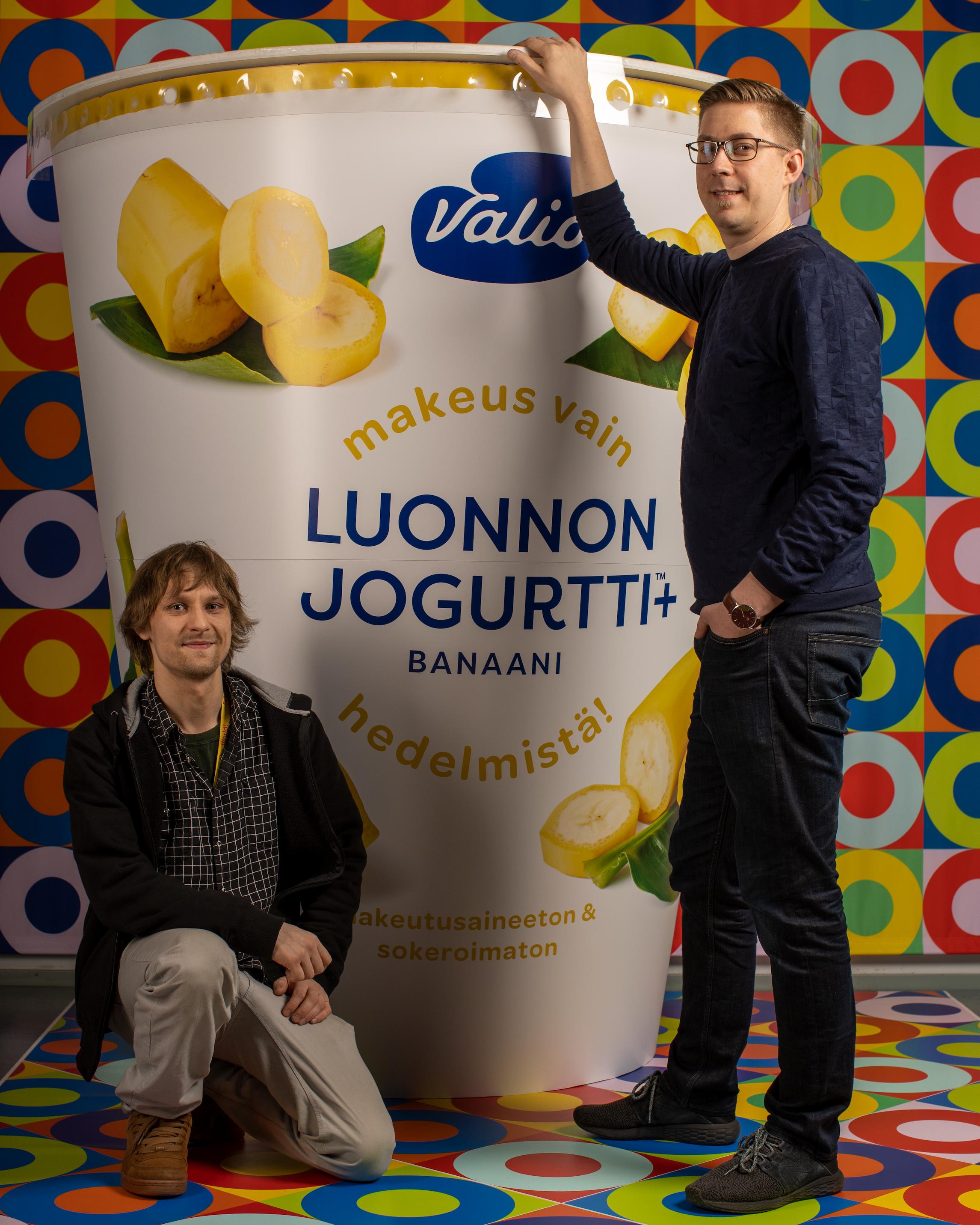 Coloro tuotti yhteistyössä Lataamon ja Valion kanssa jättijogurttipurkin!